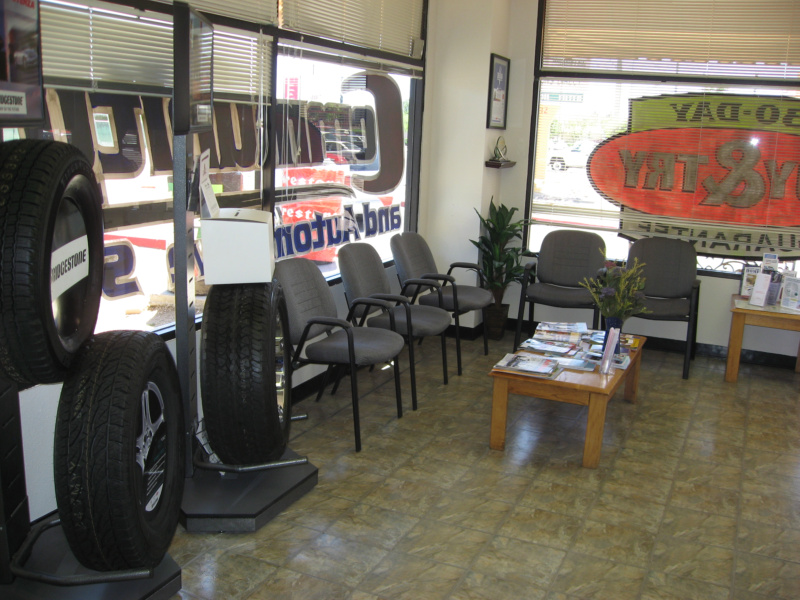 800pix-Community-Tires-32nd-St-Customer-Waiting-Area