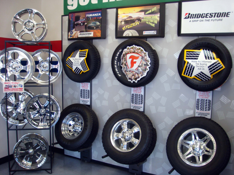 800pix-Community-Tires-51st-Ave-Tire-Display