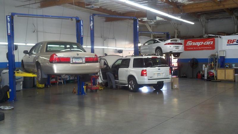 AZ-Mesa-Motortek-800px-Three-Cars-on-hoists(1)