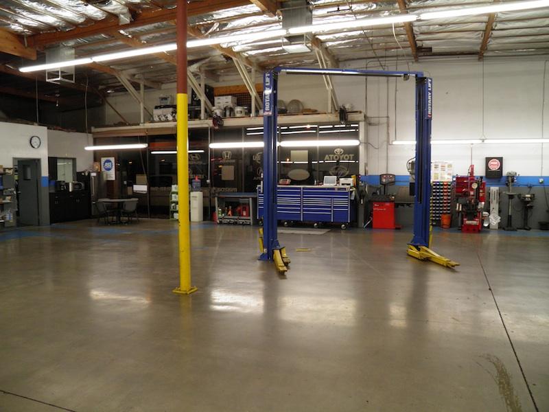 AZ-Mesa-Motortek-800px-spacious-bays-blue-tool-box