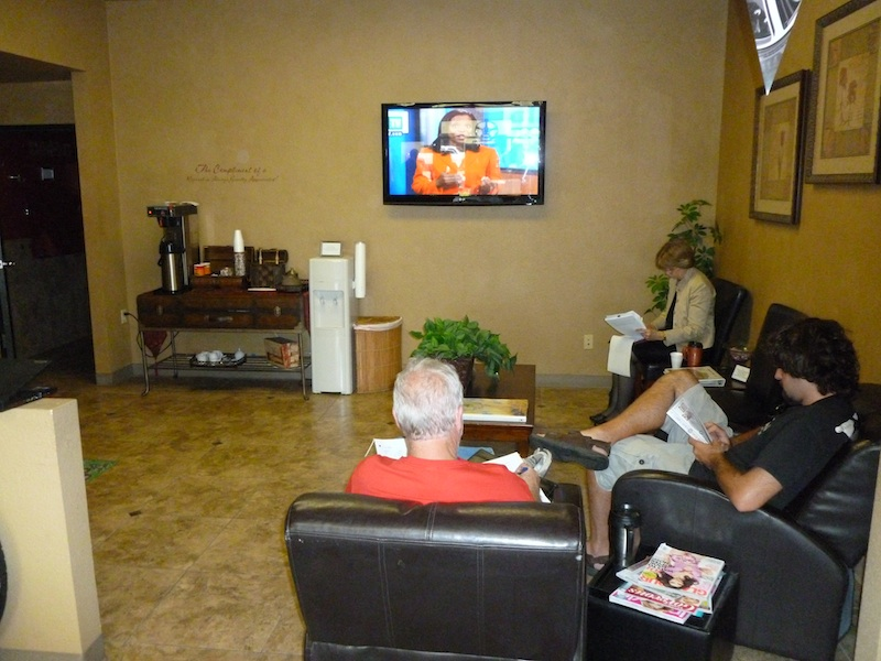 Az-Phx-Community-Tire-800px-2011-07-21-Customer-Lobby-TV
