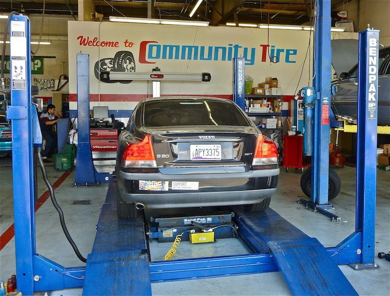 Az-Phx-Community-Tire-800px-2011-07-21-Volvo-on-aignment-rack