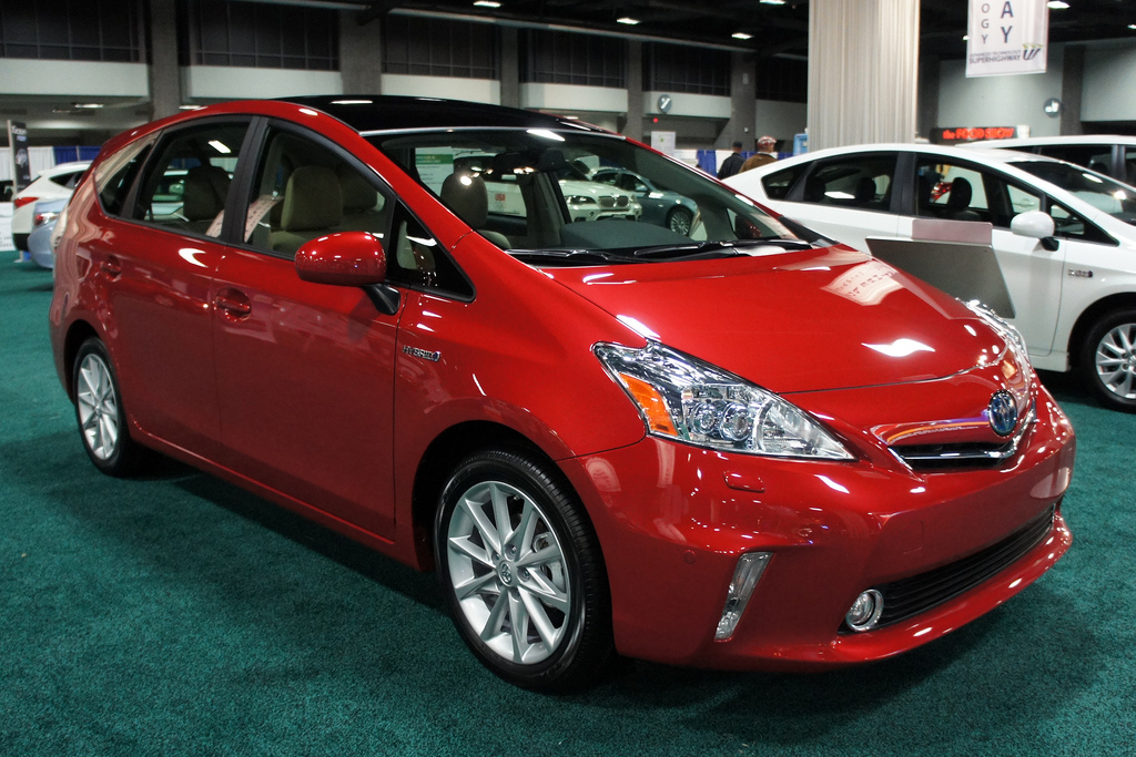 Pros and Cons of the Hybrid Car